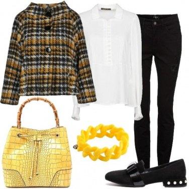 Outfit Il bracciale giallo