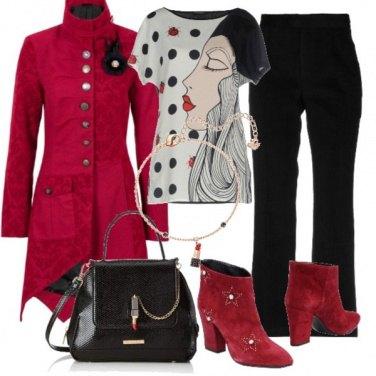 Outfit cappotto rosso e rossetto