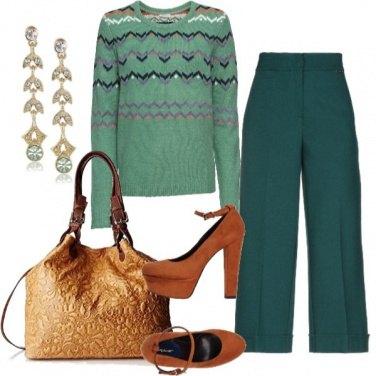 Outfit Insolito verde e arancio