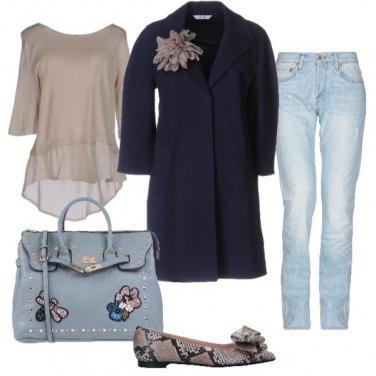 Outfit Cappottino con il fiore