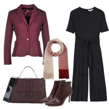 Outfit Jumpsuit nera giacca bordeaux
