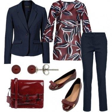 Outfit Fantasia bordeaux in ufficio