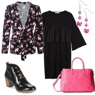 Outfit Curvy nero e fuxia