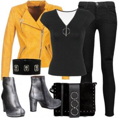 Outfit Pelle, teschi e borchie