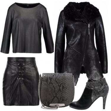 Outfit Nero e pitonato