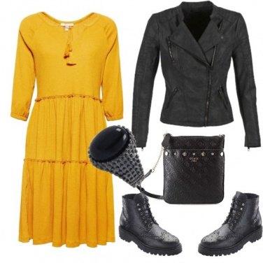 Outfit Rock e giallo