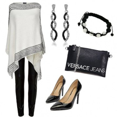 Outfit Poncho black & white