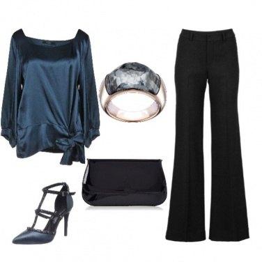Outfit Curvy chic con anello Swarovski