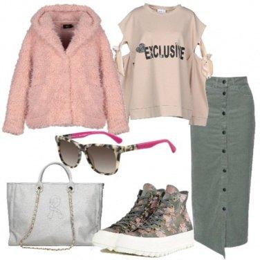 Outfit Felpa con fiocchi in velluto e longuette