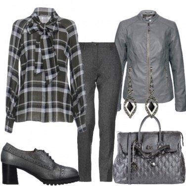 Outfit Camicia tartan con fiocco