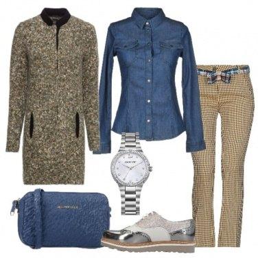 Outfit Cardigan in maglia e camicia in jeans