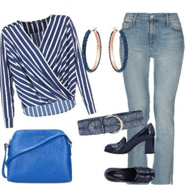 Outfit A righe blu