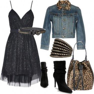 Outfit Stelle sul vestito e dettagli animalier