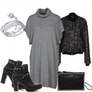 Outfit Maglione XL e stivaletto nero