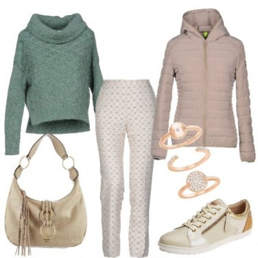 Outfit Maglioncino verde e sneakers
