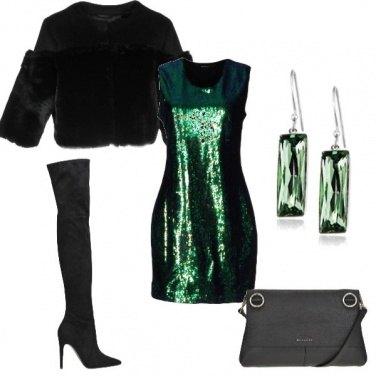 Outfit Abito verde brillante con paillettes