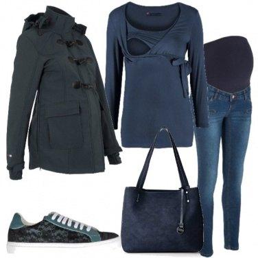 Outfit Una futura mamma in blu