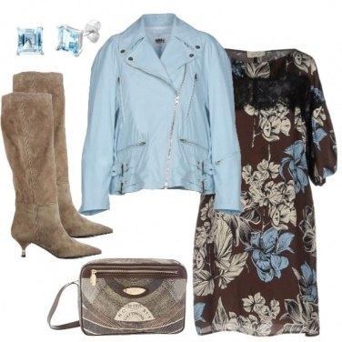 Outfit TSK Abito fiorato e stivali glam