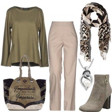 Outfit La frase sulla borsa