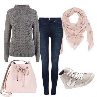 Outfit Fine in rosa e grigio