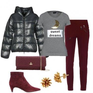 Outfit T shirt piumino e tronchetti