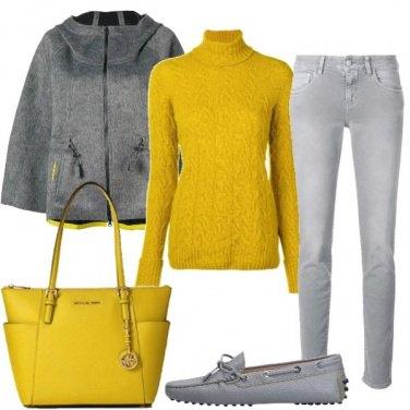 Outfit Casual in grigio e giallo