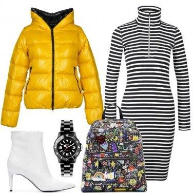 Outfit Piumino giallo e righe