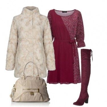 Outfit Fiori bordeaux e pelliccia beige