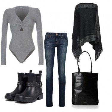 Outfit Poncho & Biker