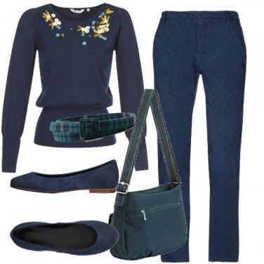 Outfit Blu e accenni in verde
