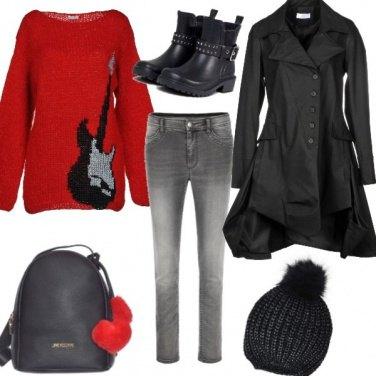 Outfit Jeans nero con maglione lungo rosso