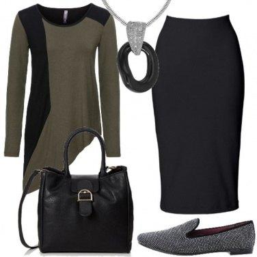 Outfit Curvy con asimmetrie