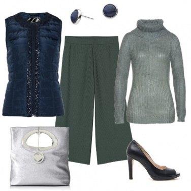 Outfit Blu profondo e verde oliva