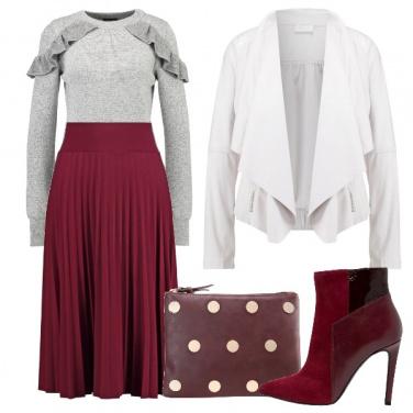 Outfit Con un mix di stili