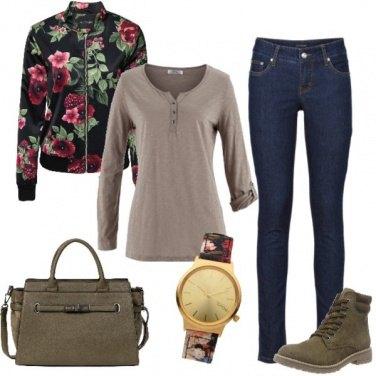 Outfit Sportiva con un tocco floreale