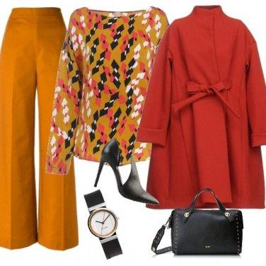 Outfit Pantapalazzo marrone e blusa fantasia