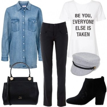 Outfit T-shirt e camicia di jeans