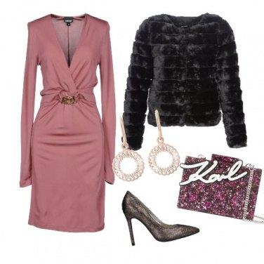 Outfit Abito rosa e pellicciotto nero