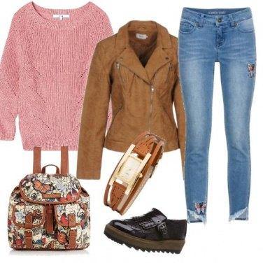 Outfit Maglione rosa e accessori marroni