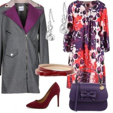 Outfit Vestito fantasia rosso e viola