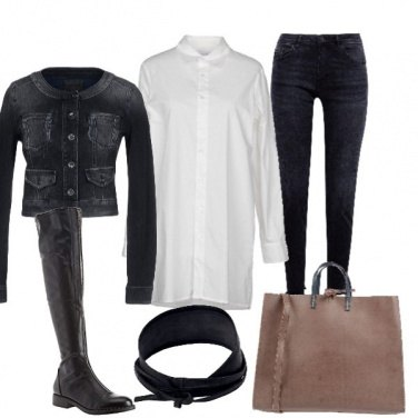 Outfit Camicia bianca lunga e jeans nero