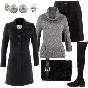 Outfit Mini nera e stivale alto