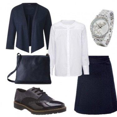 Outfit Camicia bianca sul blu
