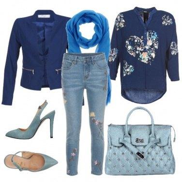 Outfit Fantasie floreali e sfumature blue