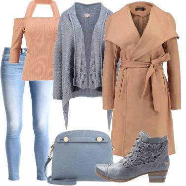 Outfit Beige e azzurro polvere