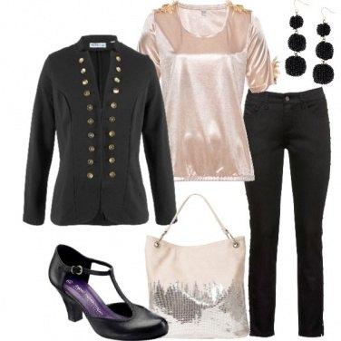 Outfit A lavoro in nero e rosa
