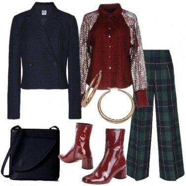 Outfit Pantaloni scozzesi e camicia in pizzo