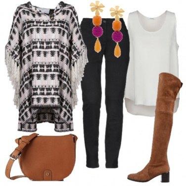 Outfit Poncho con le frange