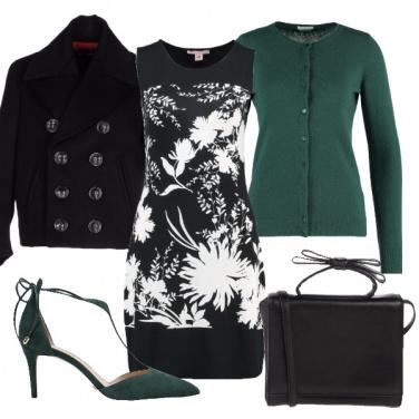 Outfit Bianco, nero e verde scuro