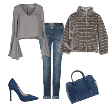 Outfit In grigio e jeans